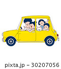 家族でドライブ:黄色い車 30207056