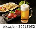 ビール 刺身 焼き鳥の写真 30215952