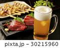 ビール 刺身 焼き鳥の写真 30215960