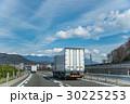中央自動車道 高速道路 トラックの写真 30225253