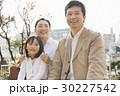 家族 笑顔 人物の写真 30227542