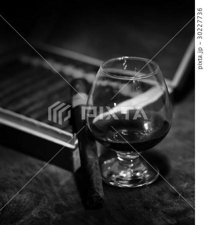 Retro styled photo of large box of Cuban cigarsの写真素材 [30227736] - PIXTA
