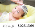 沐浴 お風呂 入浴 (赤ちゃん ママ 子供 母 娘 0歳 育児 子育て シャンプー 石鹸) 30231369