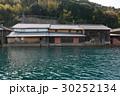 海上から見る酒造会社、京都府伊根 30252134