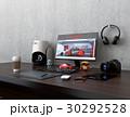 机にあるモニター、3Dスキャナー、板タブ、スマホと一眼レフ。プロダクトデザイナーのワークスペース。 30292528