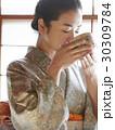 茶道を愉しむ女性 30309784