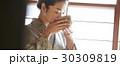 茶道を愉しむ女性 30309819