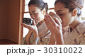 茶道を体験する外国人観光客 30310022