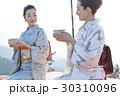 野点を愉しむ日本人女性と外国人女性 30310096