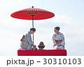 野点を愉しむ日本人女性と外国人女性 30310103