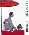 野点を愉しむ日本人女性 30310154