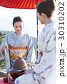 野点を愉しむ日本人女性と外国人女性 30310202