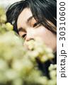 花ある暮らし 女性ポートレート 30310600