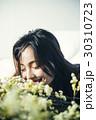 花ある暮らし 女性ポートレート 30310723