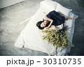 花ある暮らし 女性ポートレート 30310735