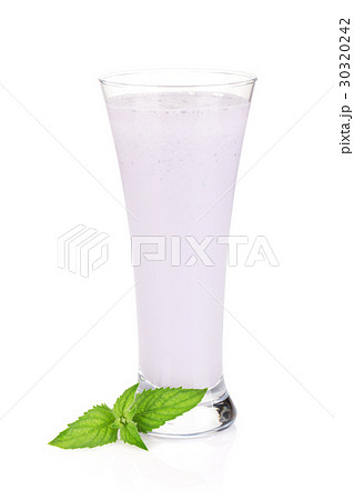 Blackberry milk smoothie with mintの写真素材 [30320242] - PIXTA