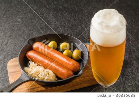 ビールとソーセージ Beer and sausage 30335638