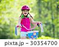 自転車 子 子供の写真 30354700