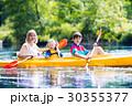 カヤック 家族 川の写真 30355377