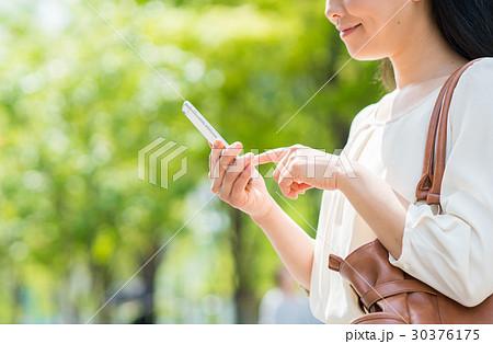 若い女性 30376175