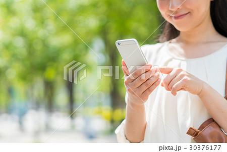 若い女性 30376177