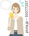 飲み会 女子会 ビールを飲む女性 30377207
