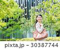 ビジネスウーマン 新緑 キャリアウーマンの写真 30387744