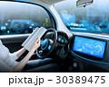 自動運転車の運転席 30389475