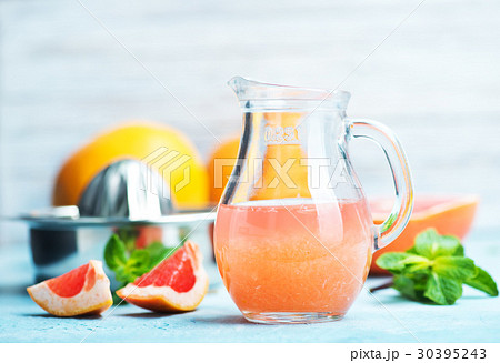 grapefruit and juiceの写真素材 [30395243] - PIXTA