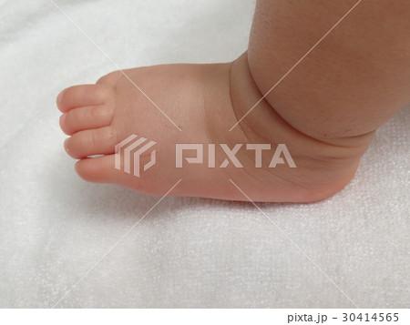 赤ちゃんの引っかき傷 30414565