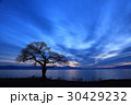 湖畔の夜明け 30429232