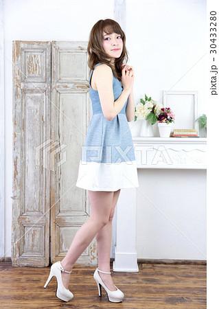 若い女性 ファッション ポートレート 30433280