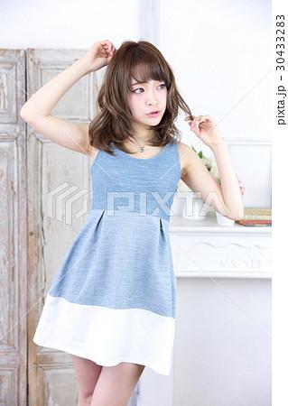 若い女性 ファッション ポートレート 30433283