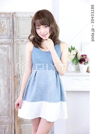 若い女性 ファッション ポートレート 30433286