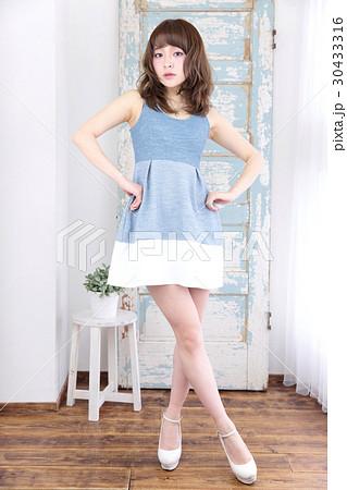 若い女性 ファッション ポートレート 30433316