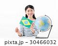 女性 地球儀 ブラジル 30466032