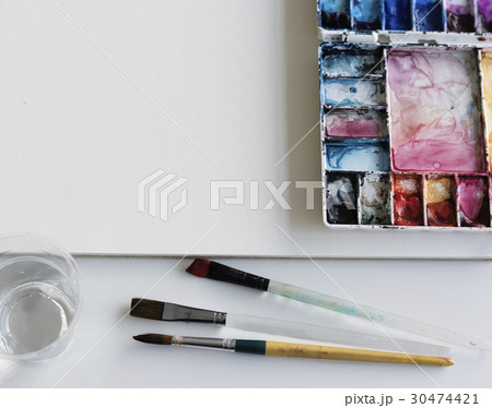 Painting Palette Sketchbook Paper Brushes White Tableの写真素材 [30474421] - PIXTA