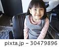 女の子 子供 ポートレートの写真 30479896