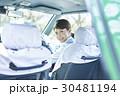 タクシー 女性ドライバー 笑顔 ポートレート 30481194