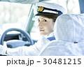 タクシー 女性ドライバー 笑顔 ポートレート 30481215