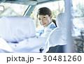 タクシー 女性ドライバー 笑顔 ポートレート 30481260