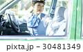 タクシー 女性ドライバー 笑顔 ポートレート 30481349
