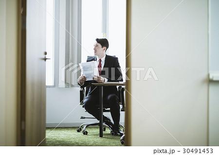 外国人ビジネスマン会議イメージ 30491453