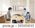 家族 食事 食卓の写真 30505635