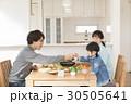 家族 食事 食卓の写真 30505641