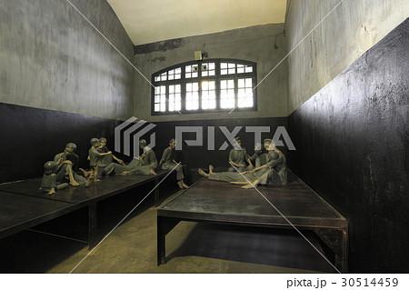 ホアロー捕虜収容所の女性用監獄 30514459