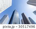 新宿高層ビル群を見上げる7 30517496
