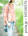 女性 散歩 散策の写真 30536570