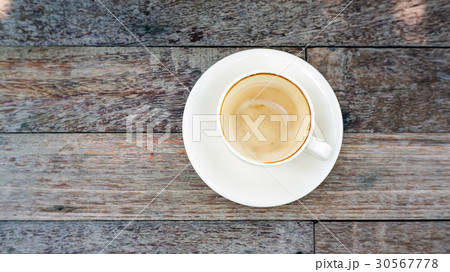 empty coffee cup after drink on a wooden table. 30567778