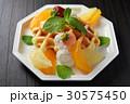 ベルギーワッフルのフルーツ添え 30575450
